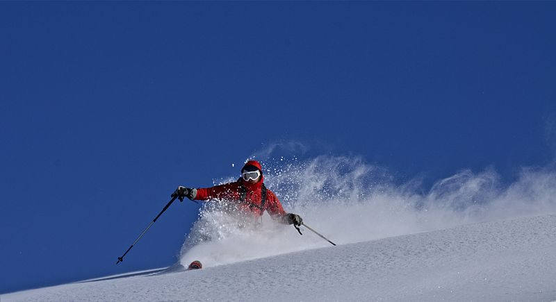 800px-Telemark_skiing_-_Pyrenees
