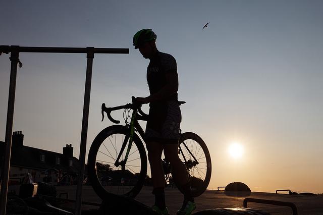 cyclists-422140_640