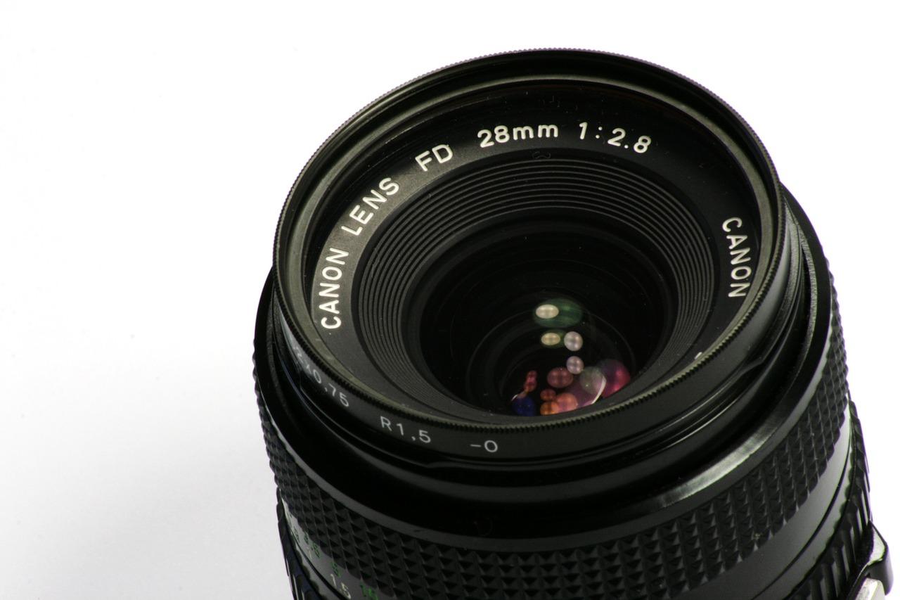 lens-515480_1280